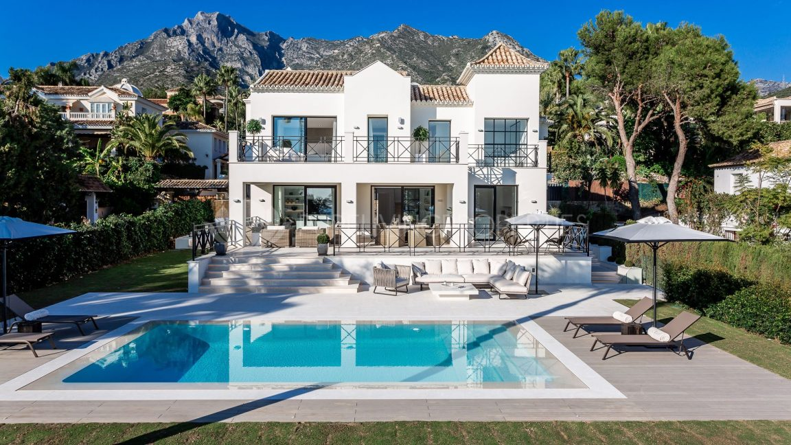 Swimming pool and terrace in villa in Sierra Blanca