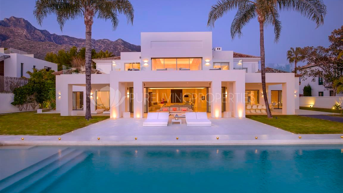 Modern villa with swimming pool in Golden Mile